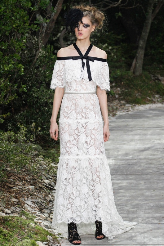 chanel-couture-spring-2013-59_124459106572  Black and white